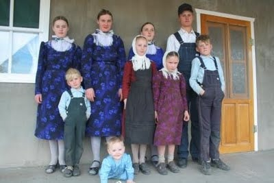 Mennonites from Nueva Esperanza, La Pampa, Argentina by Juan Villarino of Acrobat of the Road [photo used with photographer's permission]