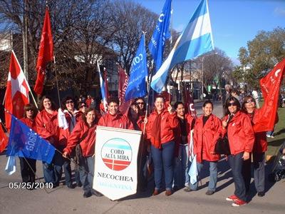 Coro Alta Mira, Bicentennial Parade, Necochea, Argentina [Photo courtesy of Coro Alta Mira]