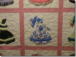 Colonial Ladies Quilt 004