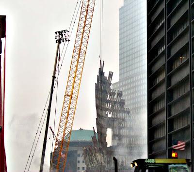 Кран раскачивает секцию стены WTC - блог Букв.нет