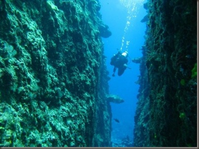 Diving between Split Rock