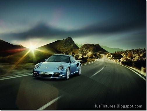 2011-Porsche-911-Turbo-S-4