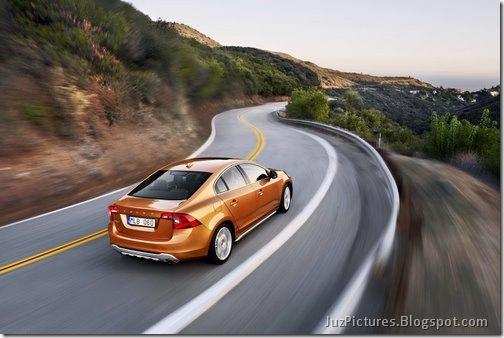 2011-Volvo-S60-Sedan-21