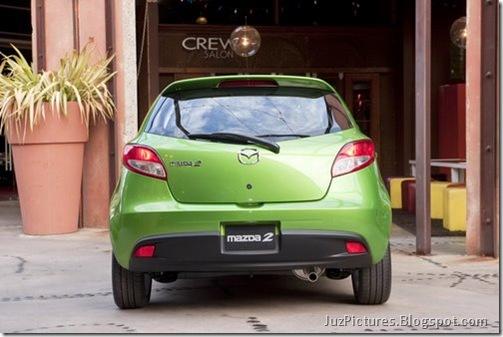 2011-Mazda2-8