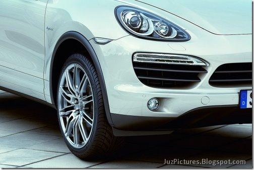 2011-Porsche-Cayenne-SUV-123