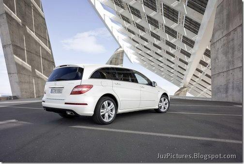 2011-Mercedes-R-Class-19