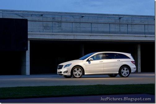 2011-Mercedes-R-Class-2