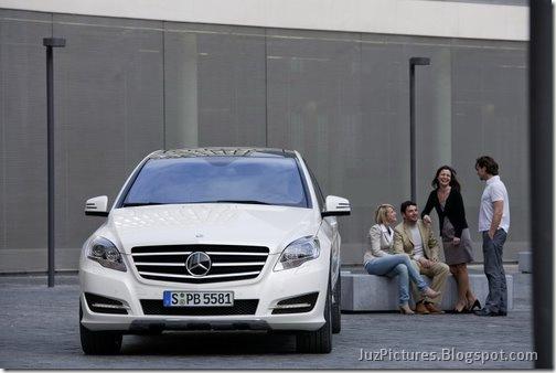 2011-Mercedes-R-Class-4