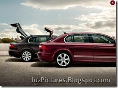 2009_Skoda_Superb-trunk