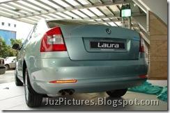 2009-skoda_laura-rear