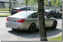 2009-bmw-m7-rear2
