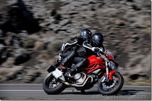 2012_Ducati_Monster_1100_Evo