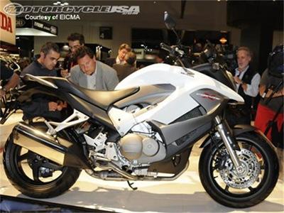 Honda-Crossrunner-2.jpg 2011 Eicma 2010