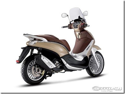 2011-Piaggio-Beverly-300ie.jpg2011 Piaggio Scooters Picture 2 of 11