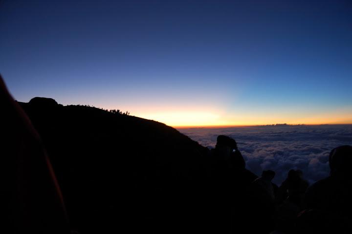 富士山、雲海上の朝焼けの写真