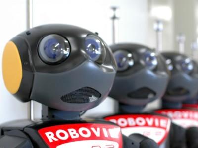 Робот Robovie-R