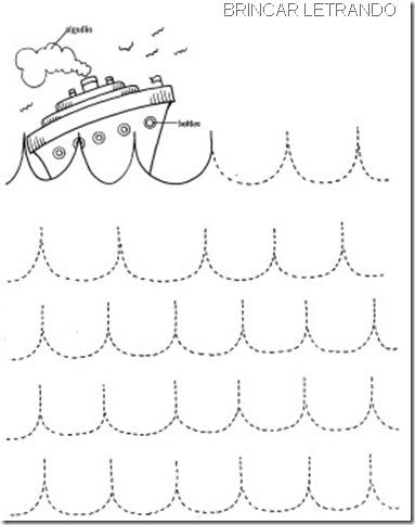 navio em ondas no mar