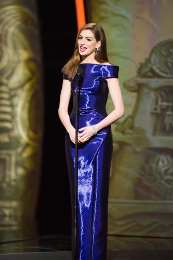 Anne Hathaway 2011 Oscar