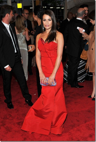 Lea Michele in rot Escada Kleid an der MET Gala 2011