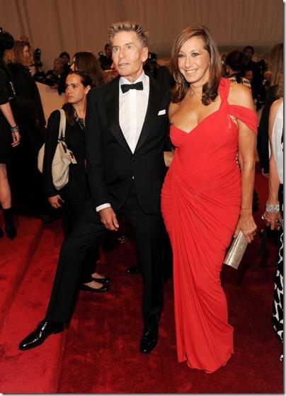 Donna Karan, Calvin Klein im roten Kleid an der MET Gala