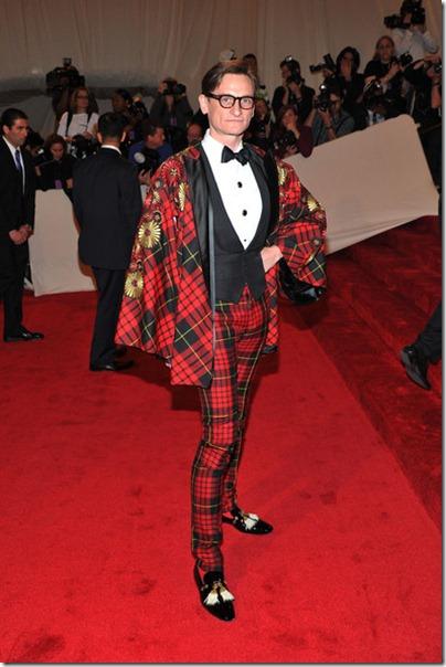 Hamish Bowles in Alexander McQueen bei der Met Gala 2011