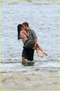 miley-cyrus-liam-hemswroth-kiss-13