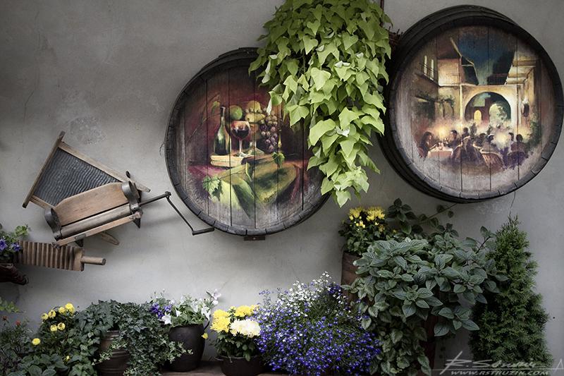 Kraków, Bar Stajnia. Dbałość o detale winna być wyznacznikiem dla zagłębiowskich restauratorów orgazmicznie wielbiących plastik i sztuczne kwiaty.