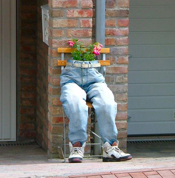 Photos of people doing stupid things - Flower pot with jeans