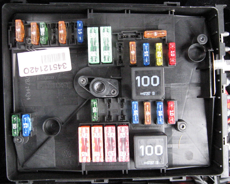 Fusebox layout  manual is wrong      VW    GTI Forum     VW    Rabbit Forum     VW    R32 Forum     VW    Golf Forum