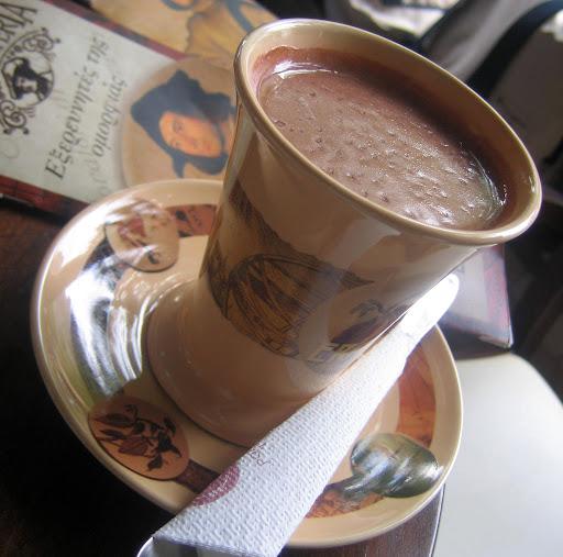 Café com grande quantidade de chocolate