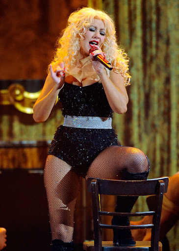 CHRISTINA AGUILERA - 'Bourlesque' is coming - Page 3 Christina%2BAguilera%2B2010%2BAmerican%2BMusic%2BAwards%2B1HFT8OrEpPnl