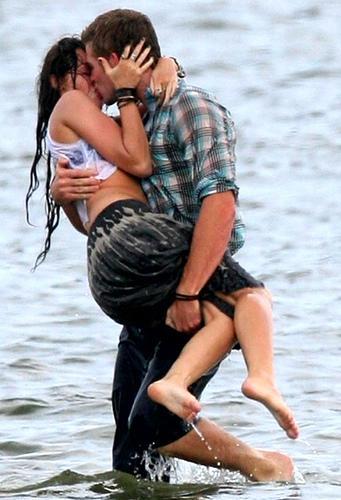 selena gomez hot kiss videos. Selena+gomez+hot+kiss+