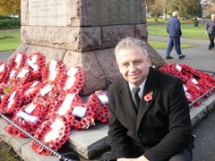Cllr Martyn Findley with wreaths