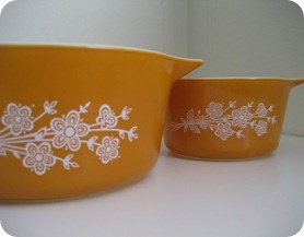 pyrex yellow
