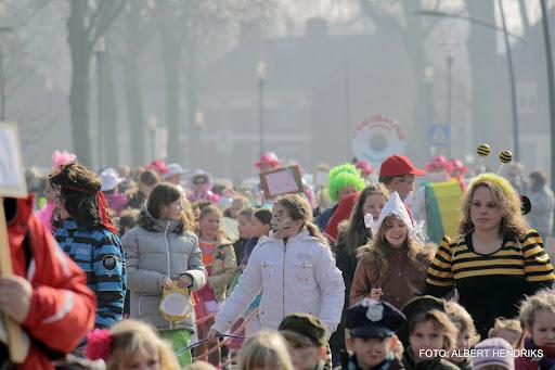 carnavalsoptocht josefschool 04-03-2011 (3).JPG