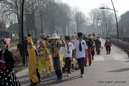carnavalsoptocht josefschool 04-03-2011 (14).JPG