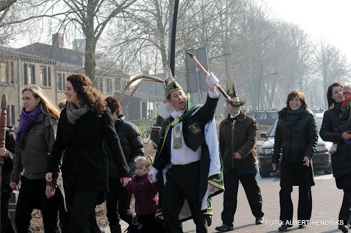 carnavalsoptocht josefschool 04-03-2011 (25).JPG