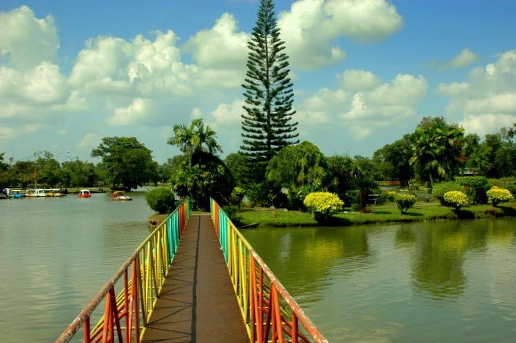 Остров в городском парке Наконситамарат