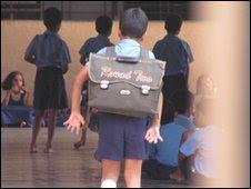 Estudante da escola Sharadashram Vidyamandir, em Mumbai