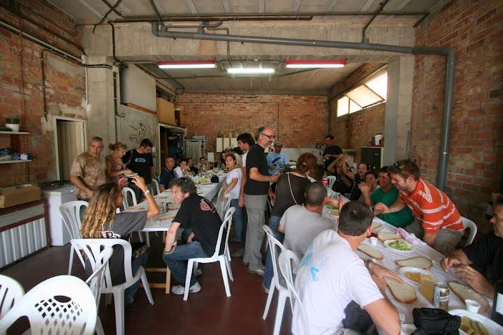 Festival de comida y pilotos en casa de los Mejías.