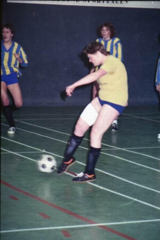 1982 - DMV - MCM Zaalvoetbal 2-01.jpg
