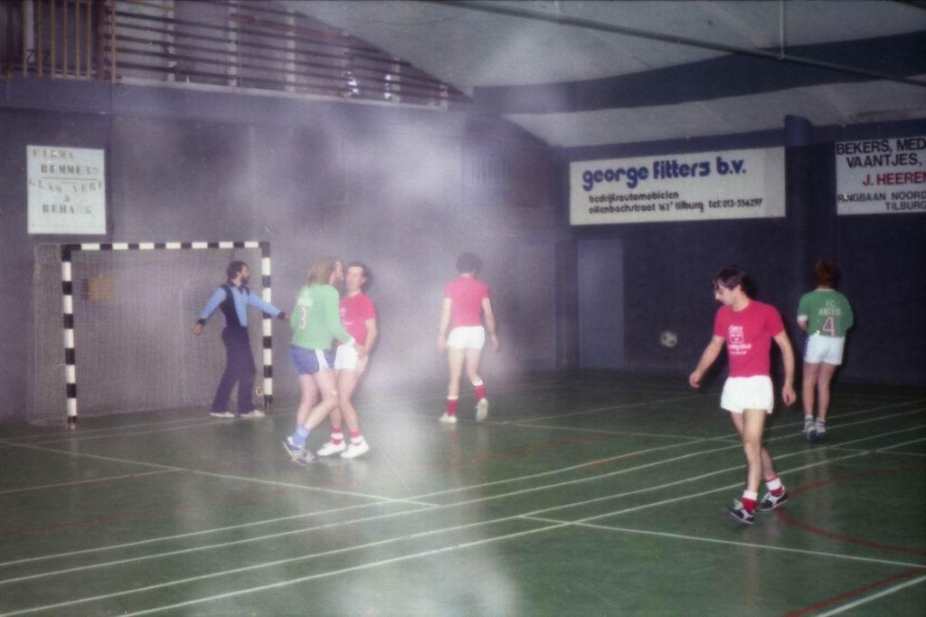 1982 - DMV - MCM Zaalvoetbal 2-15.jpg