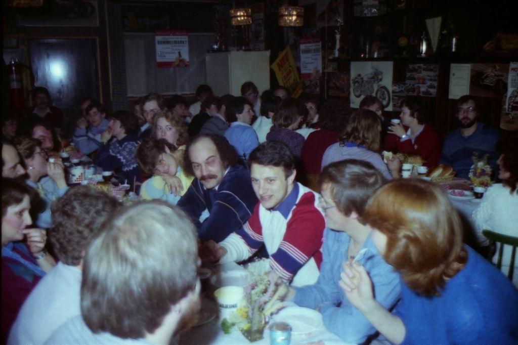 1982 - DMV - MCM Zaalvoetbal 2-23.jpg