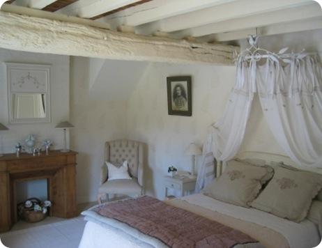_medium_Domaine_de_la_Creuse_-_Chambre_Seringuat_-_Lit_1600x1200