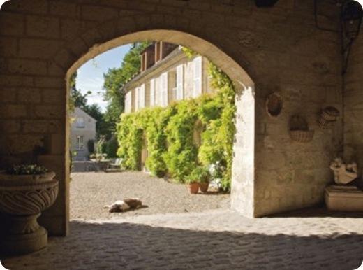 Le-porche-de-l-abbaye-de-Morienval_carrousel_gallery