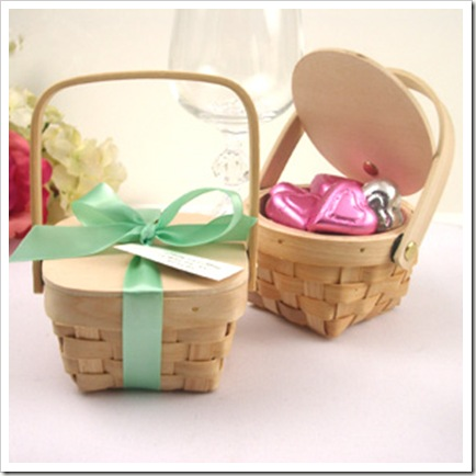 wood-picnic-basket