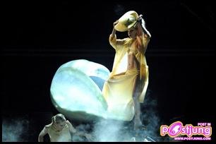 Lady-Gaga-Grammys-2011-3