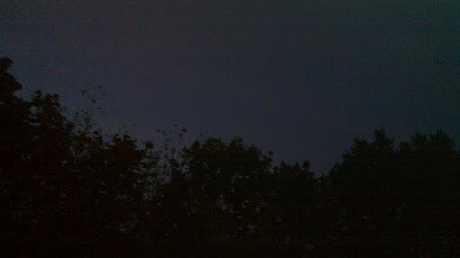 Randalierende Hubschrauber am rechtefreien samstagabendlichen berliner Nachthimmel (Symbolfoto)