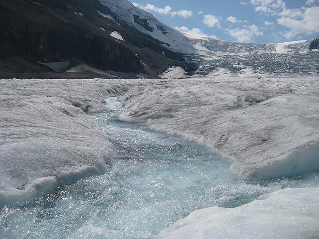 Athabascan Glacier melt creek. thomas pix / tripideas.org
