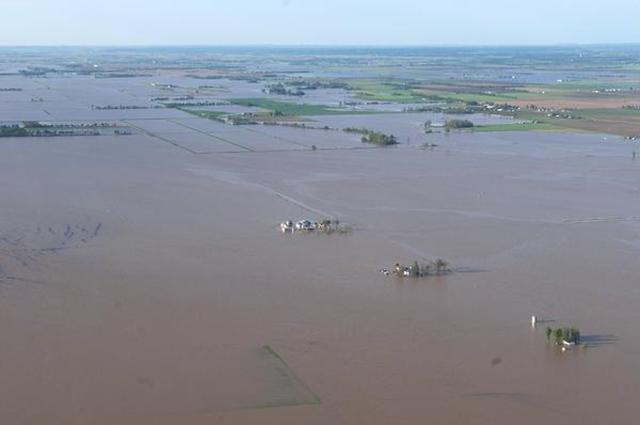 Flooded farmland west of Sikeston in New Madrid County, 29 April 2011. William Lounsbury / columbiamissourian.com